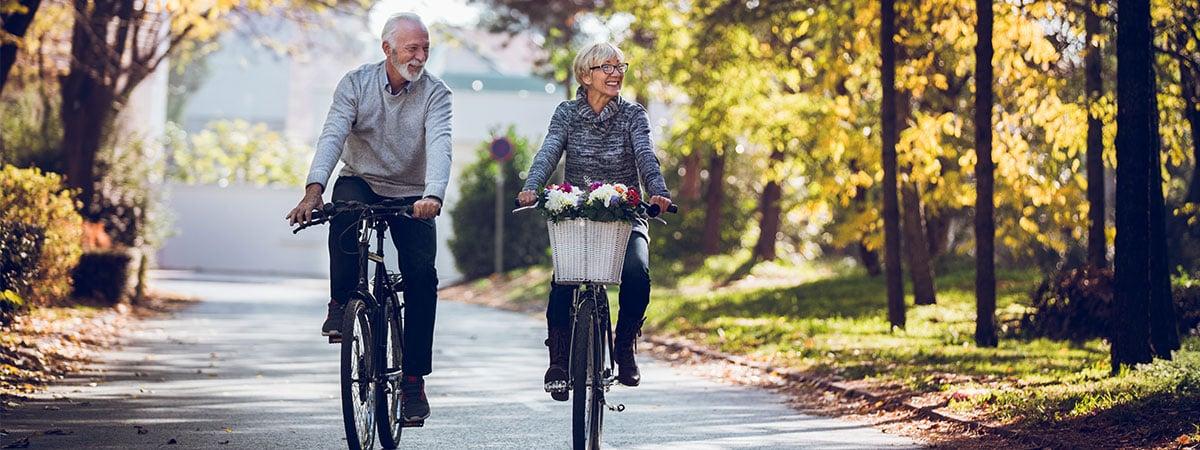 Couple riding bikes in Niagara
